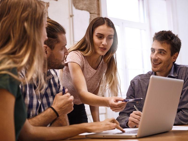 Bisnis Online yang Akan Mendominasi di Tahun 2021   desty ...